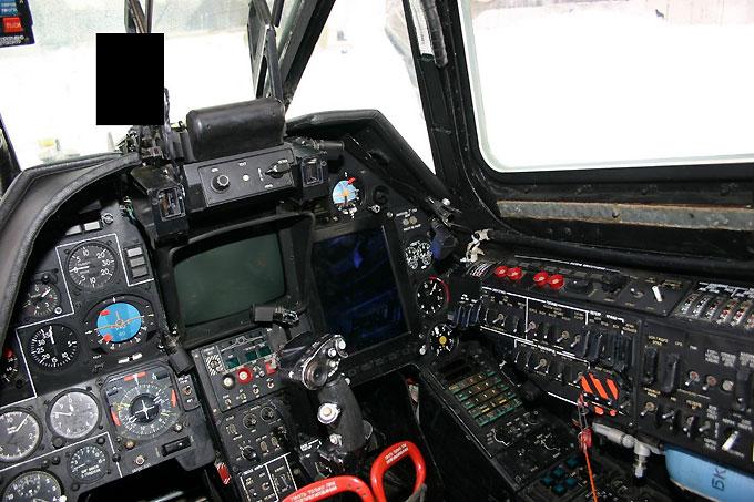 Внутри кабины и приборы вертолета Черная акула