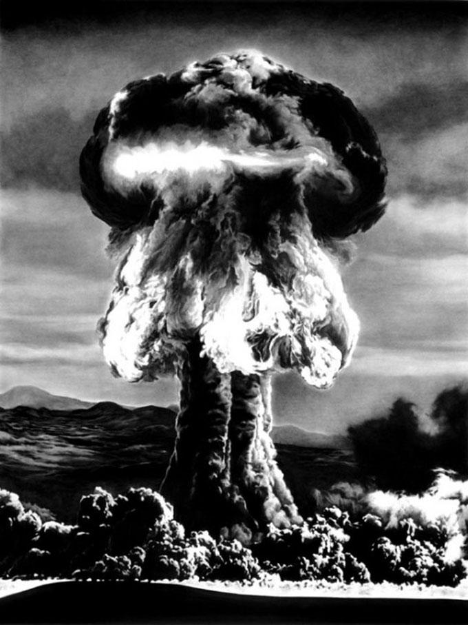 Рисунок атомного взрыва угольным карандашом