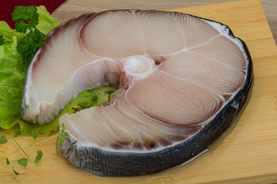Фото - размороженный стейк голубой акулы