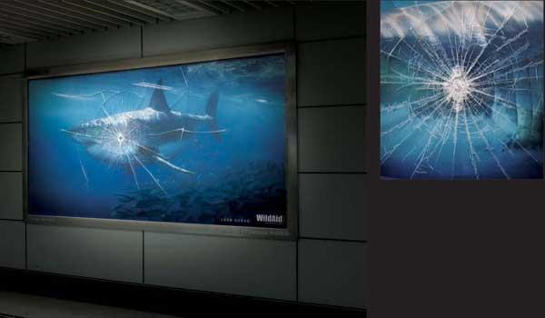 Социальная реклама WWF - аквариум с акулой