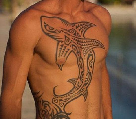 Древняя татуировка с акулой