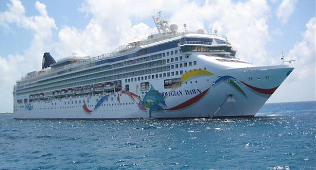 Круизный лайнер в Бермудском треугольнике 2015