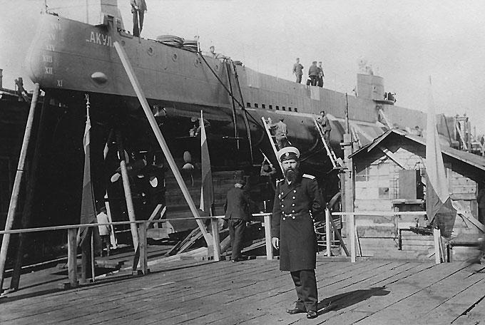 Первая царская подводная лодка Акула на стапелях