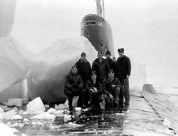 Атомная подводная лодка в арктических льдах Северного полюса