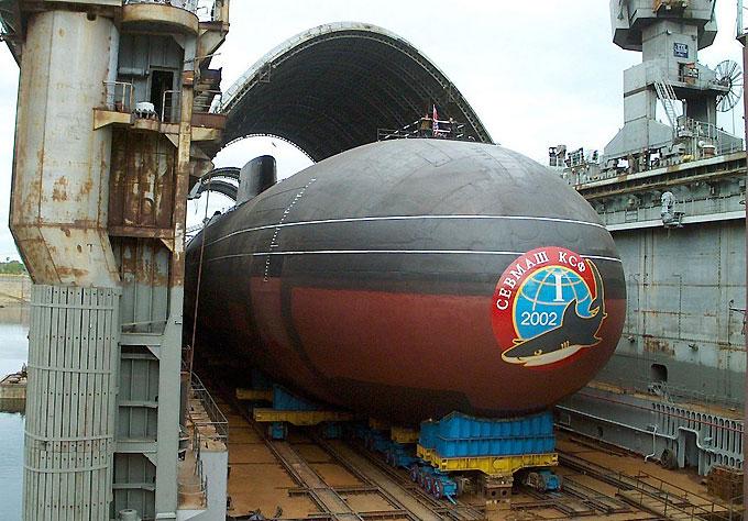 АПЛ Акула на заводе СевМаш готовится к спуску на воду