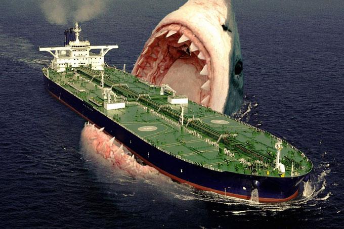 Акула Мегалодон нападает на корабль